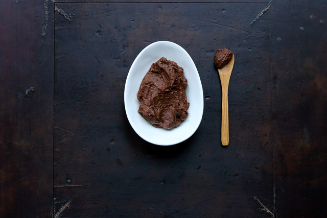avocado, cocoa powder, & argan oil make this DIY face mask